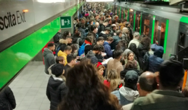Incidente in metro a Milano