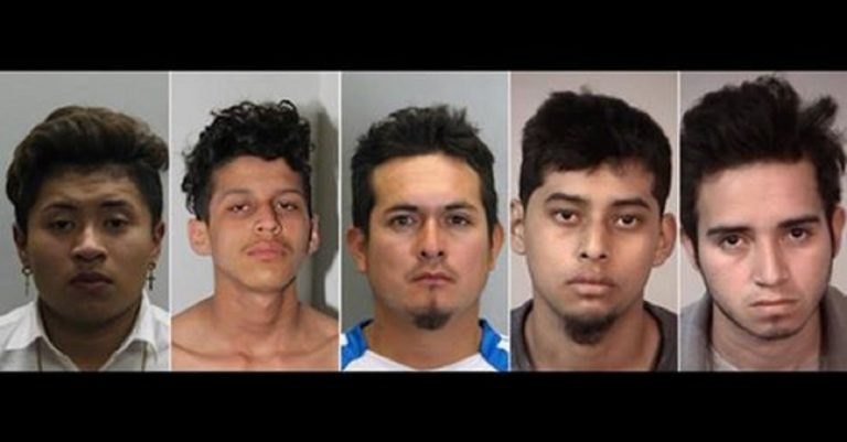 USA, esce dalla gang criminale: ucciso con 100 coltellate e bruciato