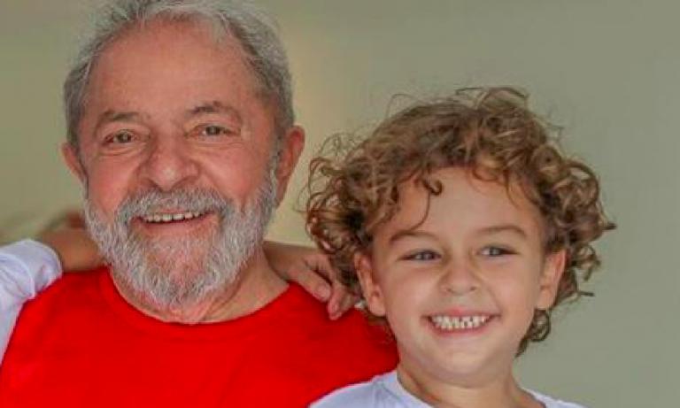 Luiz Inacio Lula, libero dal carcere solo per le esequie del nipotino