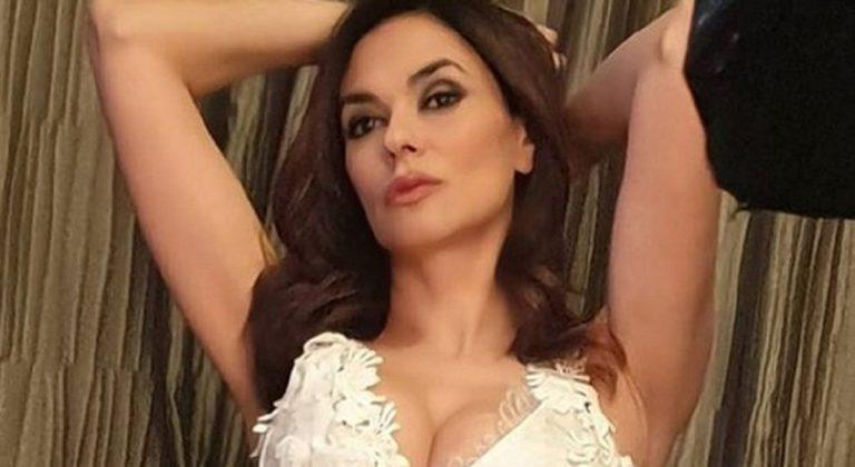 """Maria Grazia Cucinotta """"Fare sesso a 50 anni è più bello di prima"""""""