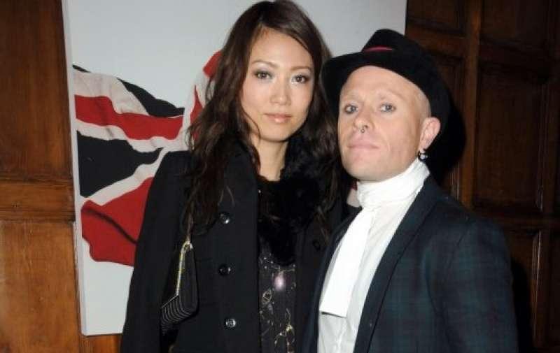 Keith Flint con la moglie Mayumi Kai