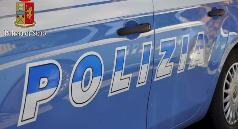 Napoli, madre e figlia salvate dalla polizia