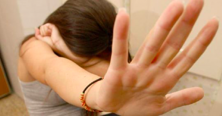 palermo-picchiata-abusata-genitori-lesbica