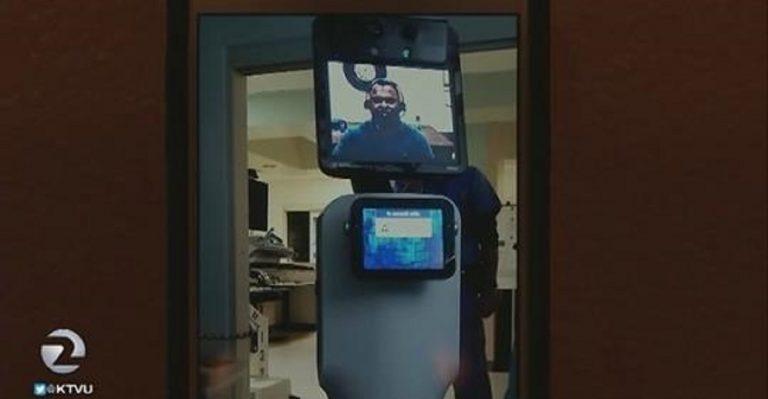"""USA, robot entra in stanza d'ospedale al posto del medico """"Stai morendo"""""""