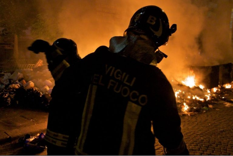 roma fuoco rifiuti 768x515
