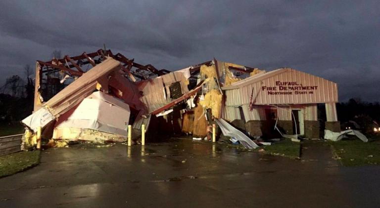 Tornado devasta l'Alabama: 22 morti, anche bambini