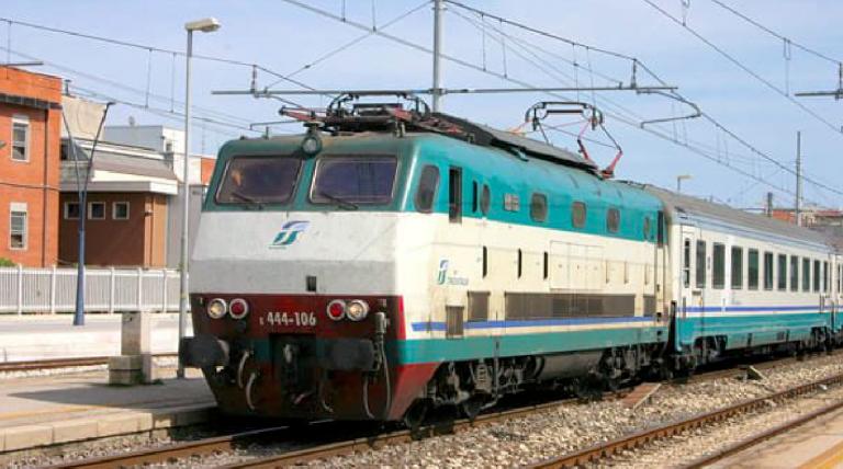 Torre del Greco, donna investita dal treno