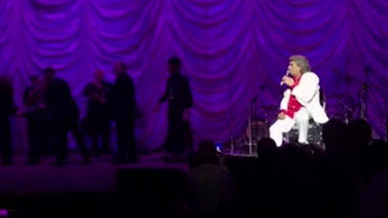 Kiev, paura per Totò Cutugno: un uomo sale sul palco