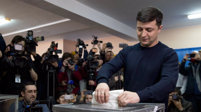 Ucraina: Zelensky a 30%, Poroshenko a 17