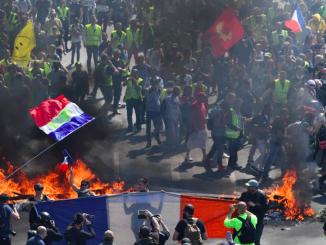 Parigi messa nuovamente a ferro e fuoco dai Gilet Gialli