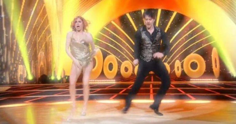 Ballando con le stelle, incidente sexy per Alessandra Tripoli