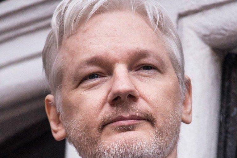 Assange, dopo l'arresto gli USA chiedono l'estradizione per il fondatore di WikiLeaks