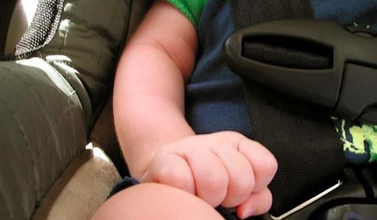 treviglio-lascia-figlio-in-auto