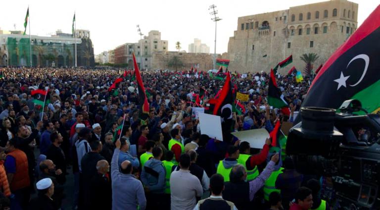 Libia, manifestanti a Tripoli contro Haftar e la Francia