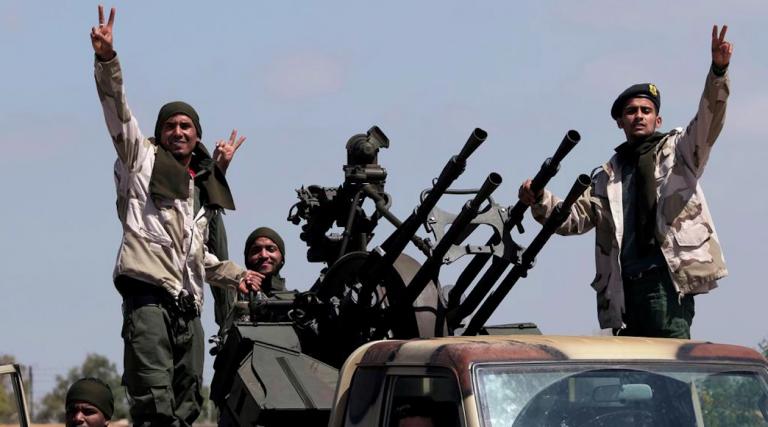 Libia, raid incrociati di Serraj e Haftar