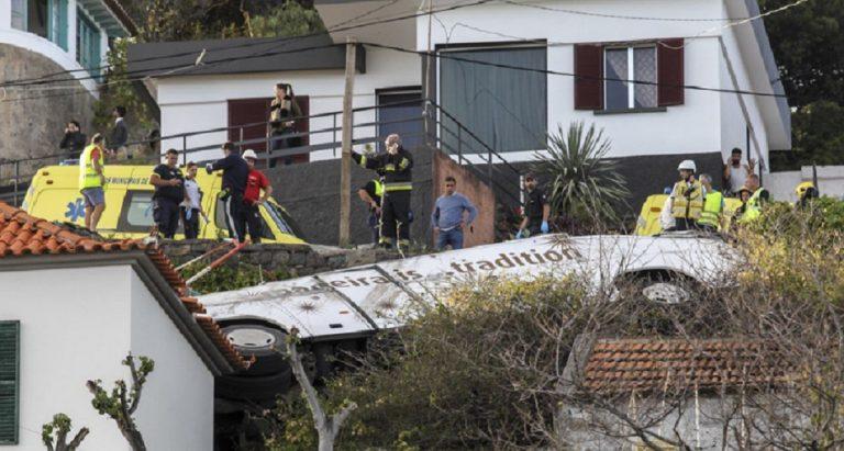 Portogallo: si ribalta bus turistico, diversi morti