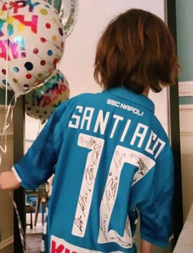 Santiago con la maglia del Napoli