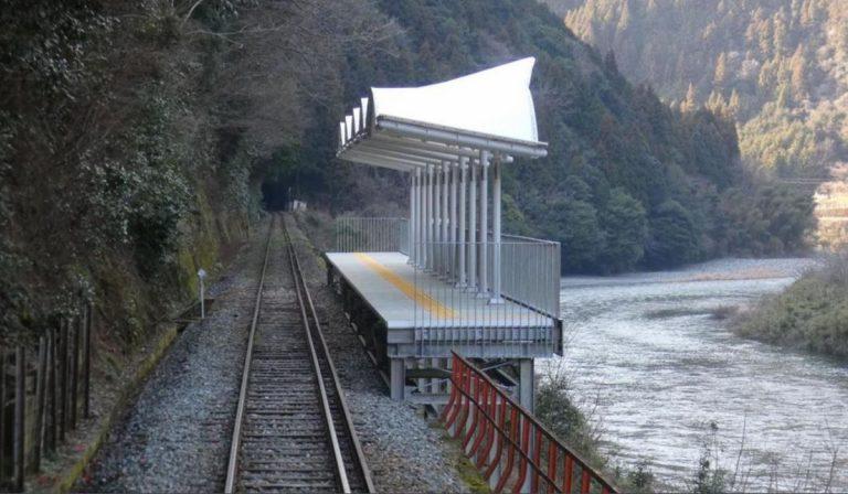stazione ferroviaria giapponese