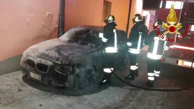 auto carabiniere incendio