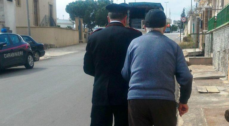 Brindisi, anziano chiama Carabinieri