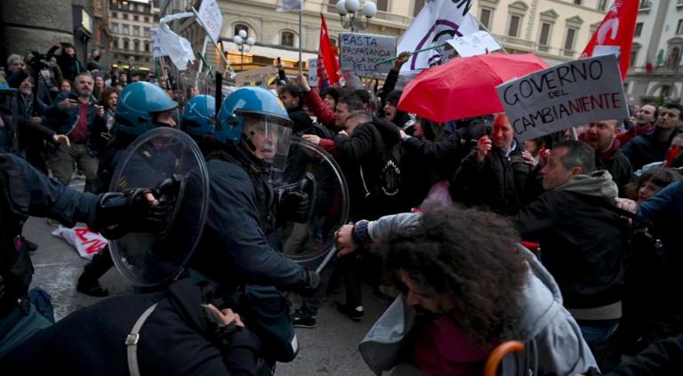 Manifestazione anti Salvini, scontri a Firenze