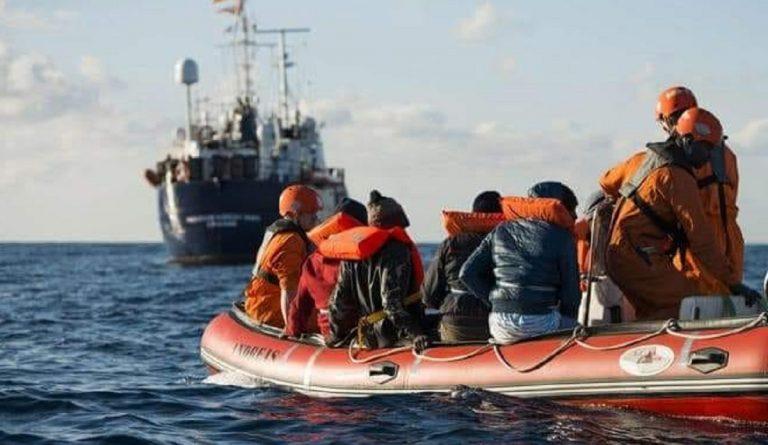 80 migranti in mare
