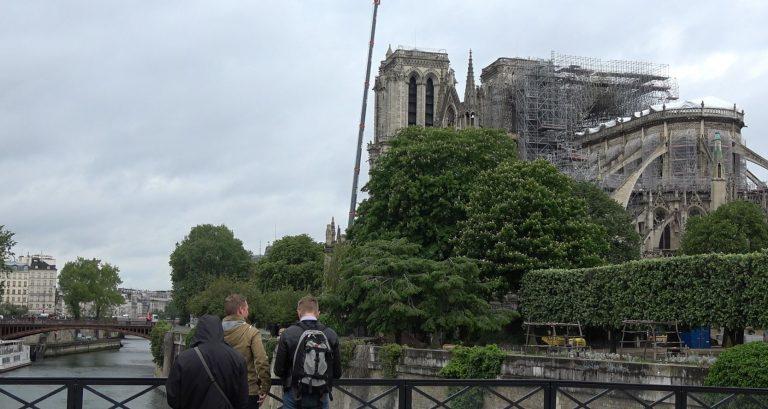 Notre-Dame, un mese dopo l'incendio