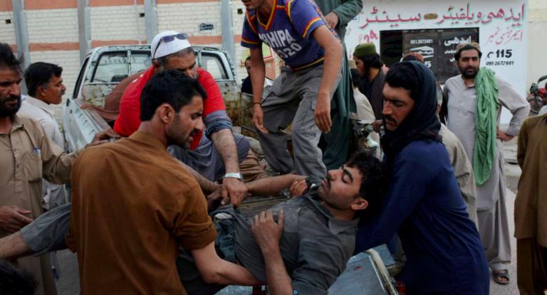 Pakistan, esplosione in una moschea