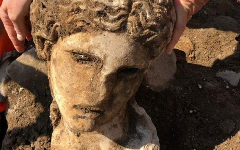 roma statua divinità