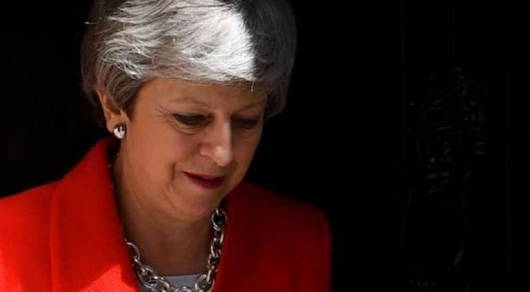 Fallimento Brexit, Theresa May molla in lacrime