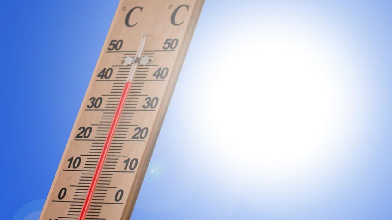 Casa Troppo Calda Rimedi come sopportare il caldo estivo: trucchi e consigli