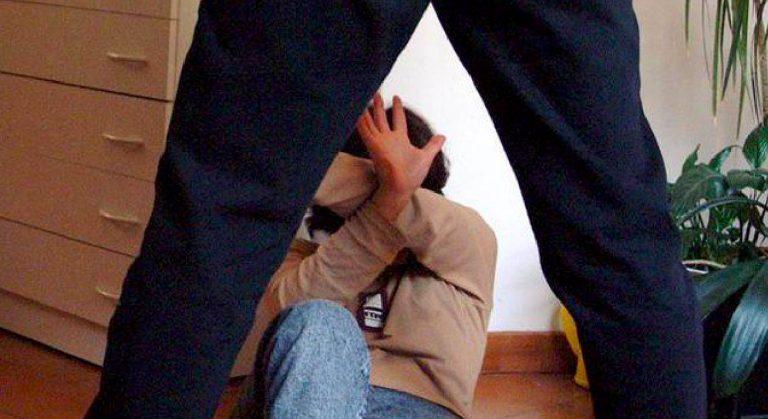 Denuncia marito violento e si suicida