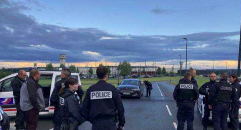 Francia, detenuto prende agenti in ostaggio