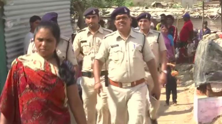 India, bimba stuprata e uccisa