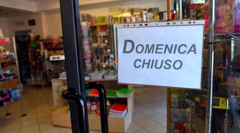 Legge chiusura domenicale negozi