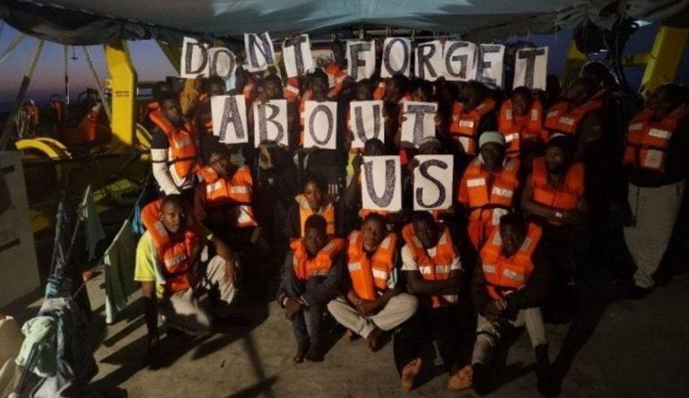 Migranti, tre sbarchi a Lampedusa in poche ore: sono approdati in 100