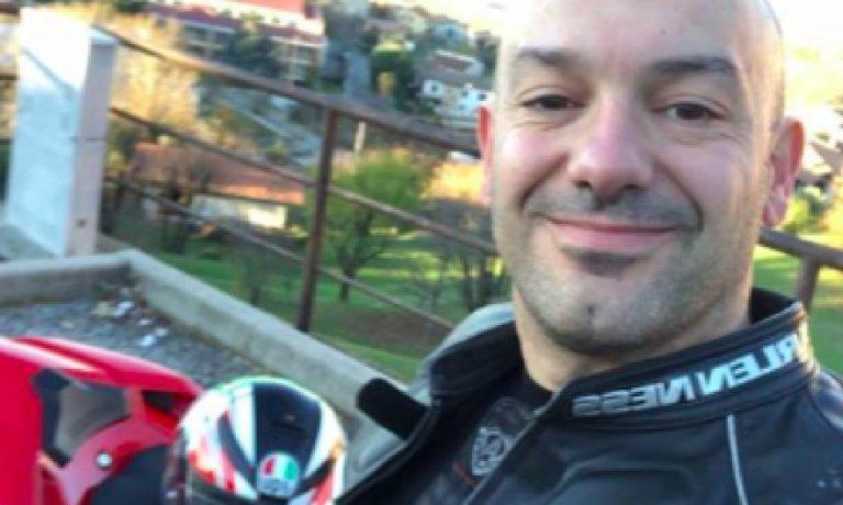 Motociclista morto in incidente