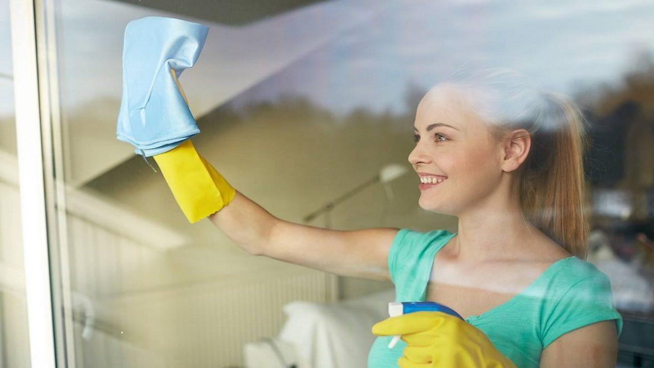 Pulire I Vetri Con Aceto come pulire i vetri senza lasciare aloni   notizie.it