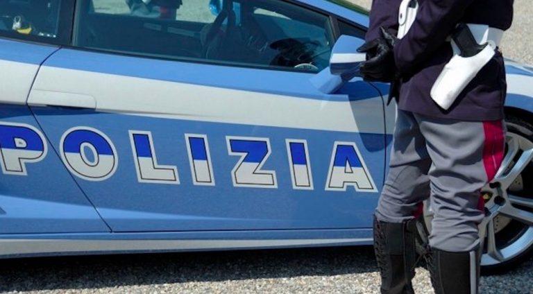 Roma, donna accoltellata in strada