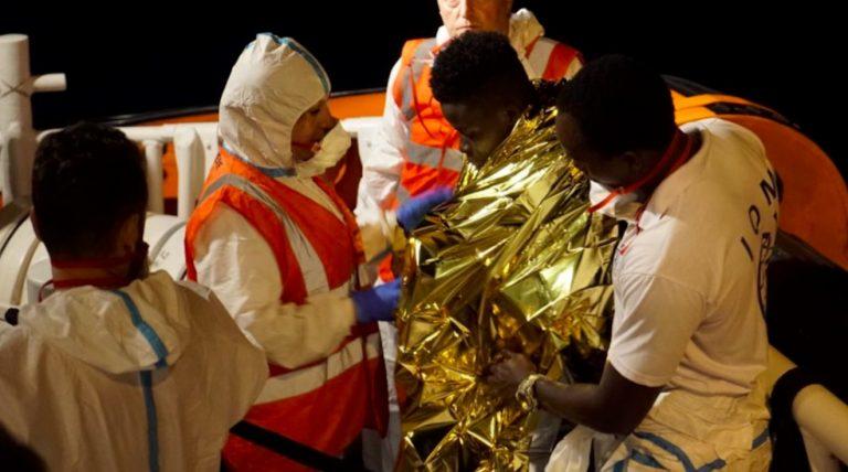Sea Watch, sbarcati i migranti