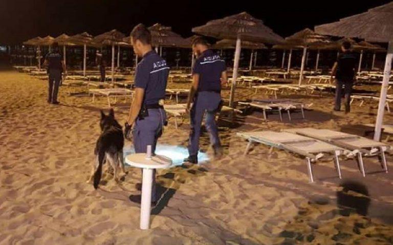 somalo violenta 68enne polizia in spiaggia