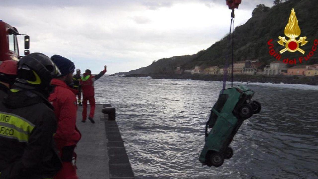 Palestra Vico Del Gargano foggia, auto finisce in mare: muore una 24enne | notizie.it