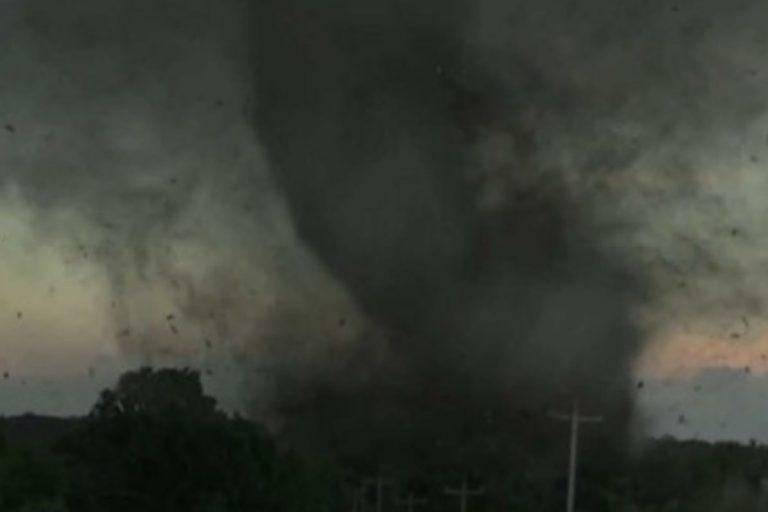Cina: tornado si abbatte sulla città di Kaiyuan