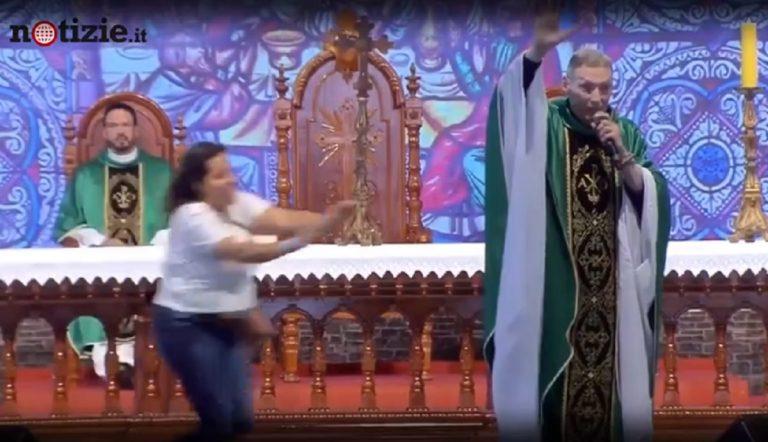 donna spinge prete