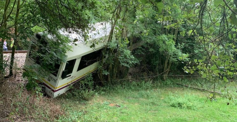mucche sui binari: treno deragliato in Spagna