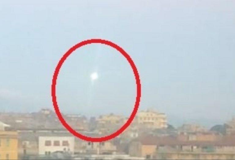 Oggetto misterioso e non identificato illumina il cielo di Roma