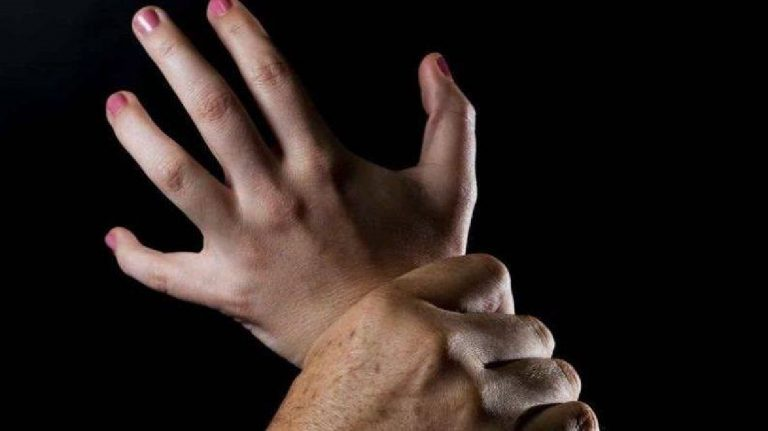 Abusi su minori sordomuti: a processo un prete veronese