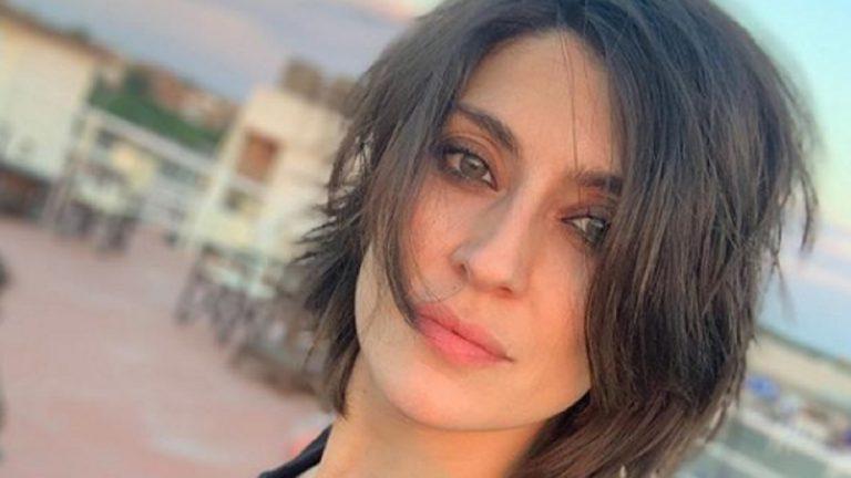 Elisa Isoardi senza reggiseno