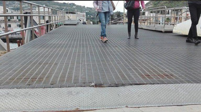 grata marciapiede