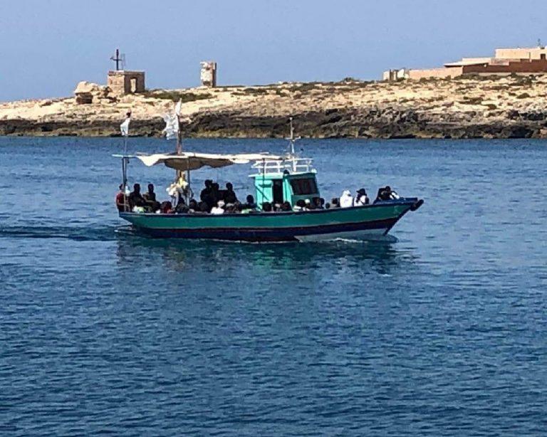 Migranti: 48 a Lampedusa. Testimoni, vittime in viaggio - Cronaca